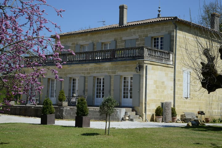 Charming house near Bordeaux - QUINSAC  GIRONDE - Hus