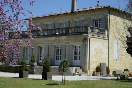 Maison de charme prés de Bordeaux - QUINSAC  GIRONDE - Dom