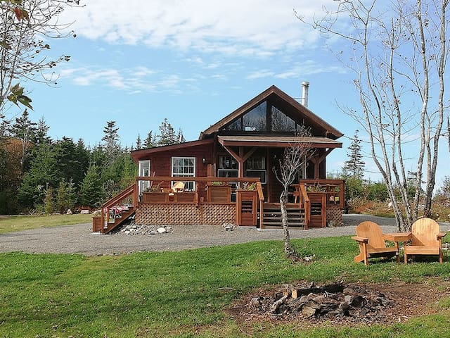 "Hayden Lake ""Trapper"",cozy Lodge, privacy & nature"