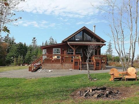 "Hayden Lake ""Trapper"",cozy Lodge, privacy & nature"