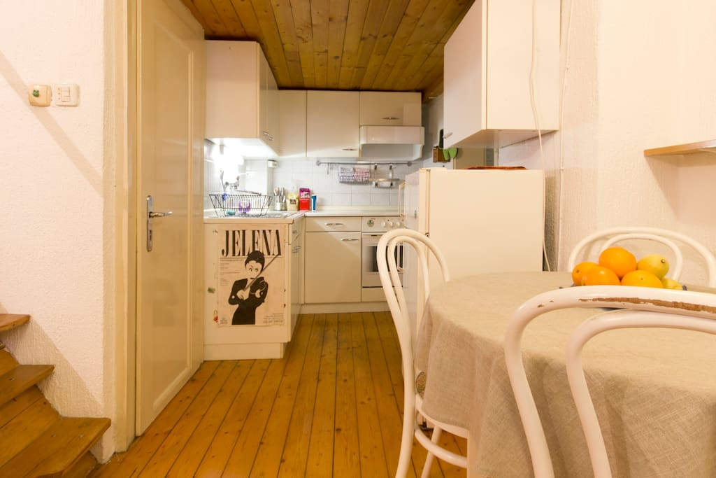 Lovely, cute and fully equipped kitchen. :)
