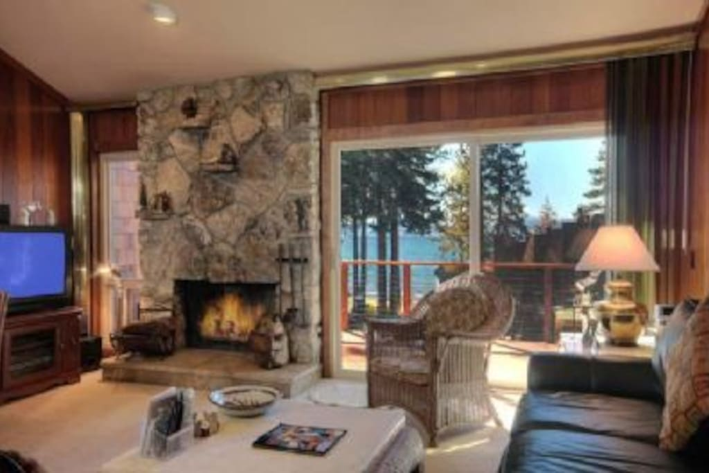Warm and cozy with fireplace and gorgeous lakefront views!