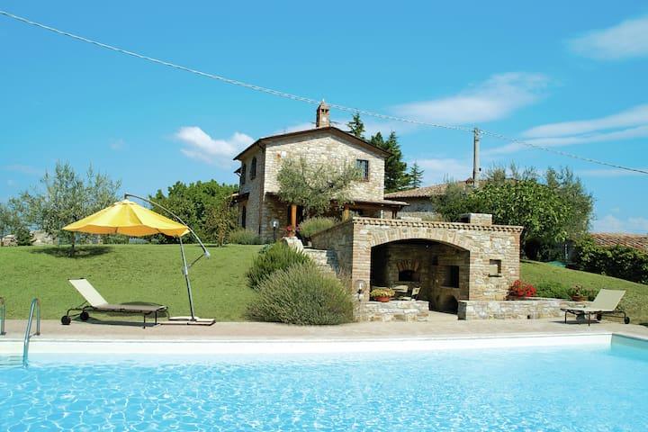 La experiencia de la vida real italiana en esta hermosa villa con piscina privada