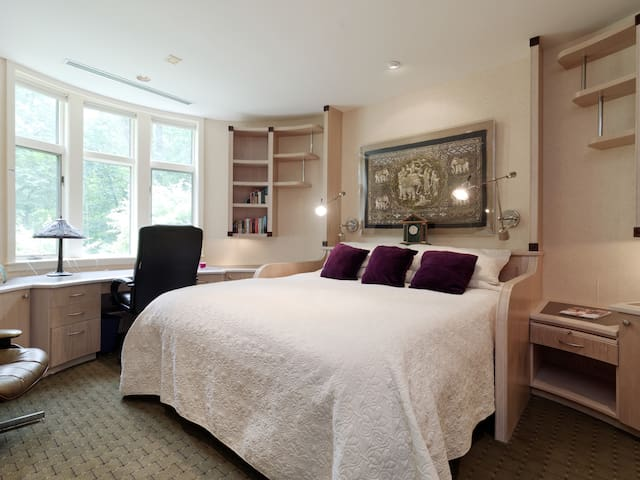 Westmore Estate I  Oval Bedroom in Gorgeous Home