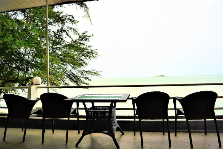 G&T's Family Sea View Room with Balcony by Beach