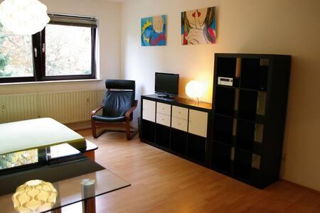 möbliertes Apartment am Rhein   - Köln - Huoneisto