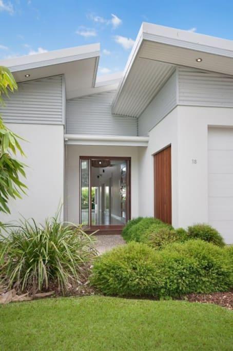 Contemporary eco-designed beach home