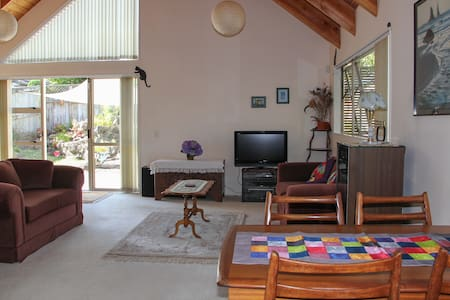 One Tree Hill Townhouse - private and sunny. - Auckland - Ev