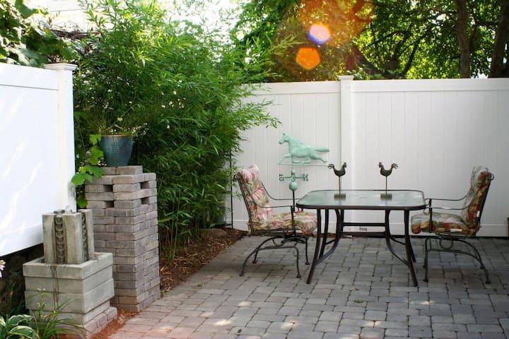 Private Guest House, Newton (suburban Boston)