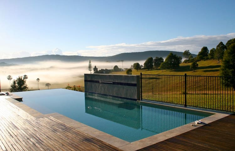 BLUEYS: Valley of the Mists retreat, Oct/NY avail
