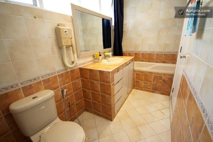 Bath room for both room