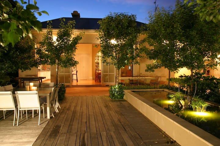 Amazing 5-bedroom Melbourne Mansion