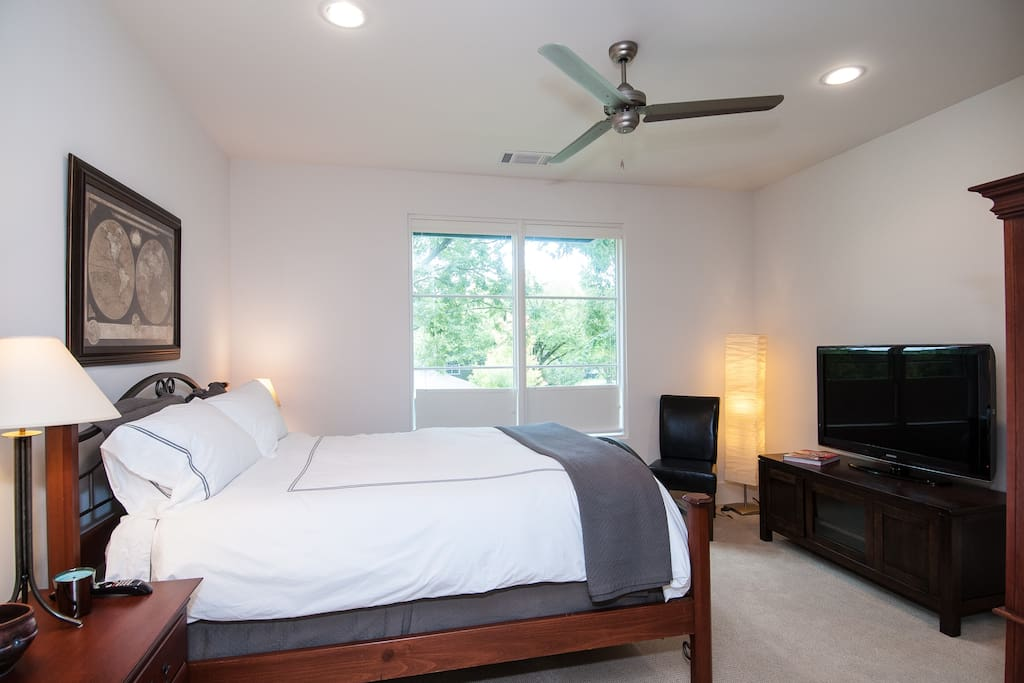 Your room with queen-sized bed featuring impeccably soft cotton down-feather duvet bedding. 46-inch HDTV with 300+ cable channels. A desk and chair is provided if you wish to get some work done.