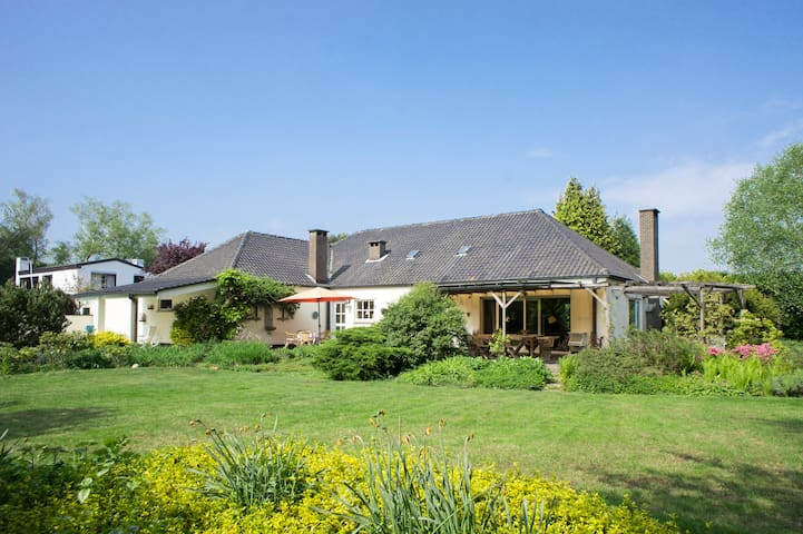 Villa in Schilde, close to Antwerp! - Schilde - วิลล่า