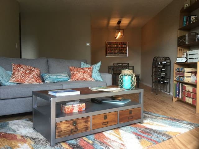 Sunny apartment in Lower Lonsdale, North Van - North Vancouver - Apartamento