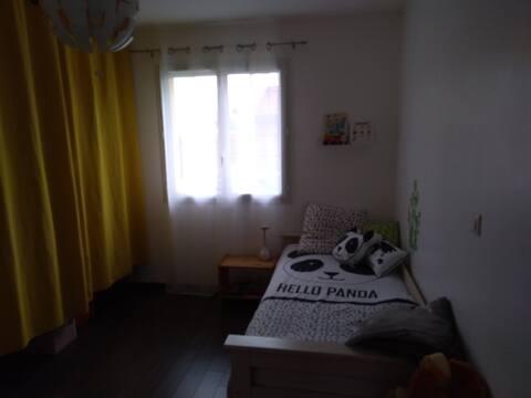 chambre 1 personne dans maison au calme