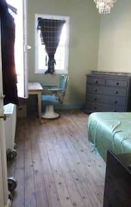 Chambre dans ancienne bijouterie - Saint-Pierre-lès-Nemours