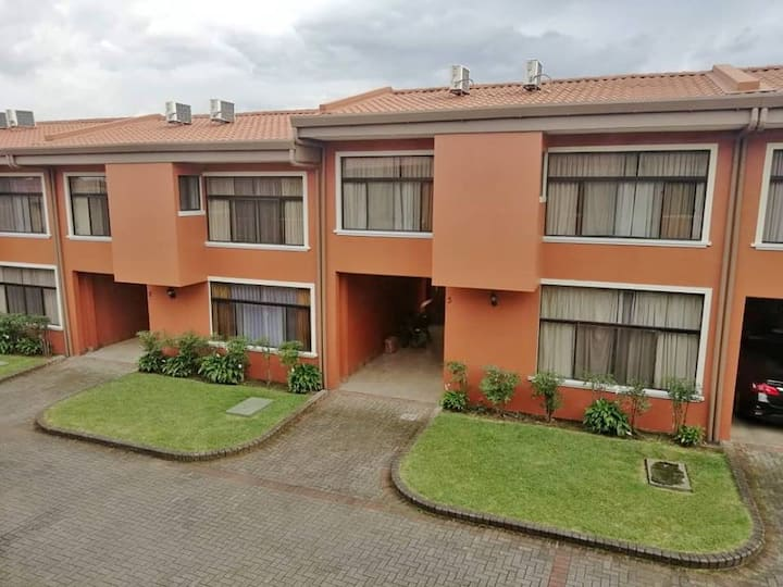 Equipped Apartment, 5 min airport, Alajuela