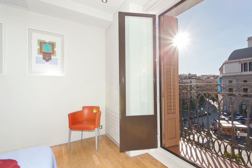 Double bed with stunning city views to the Opera de Madrid.