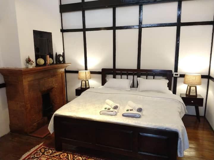 Ri Saw Kun homestay   queen bed room