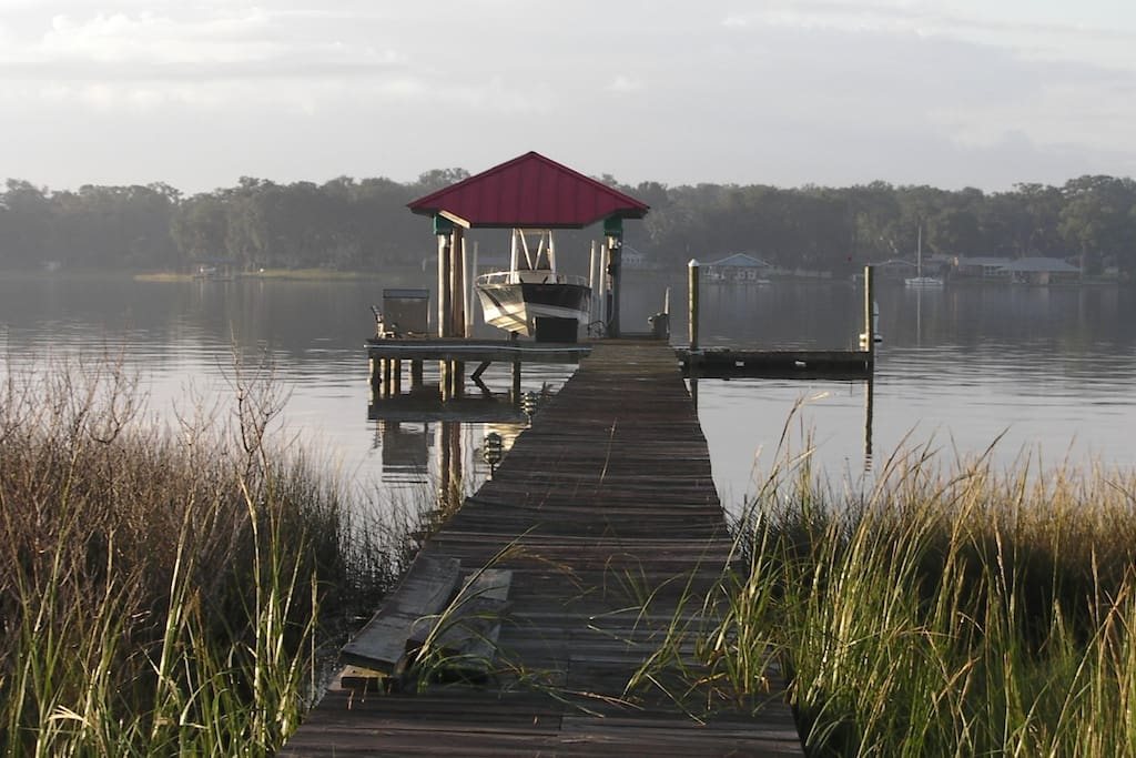 Dock with bench for watching sunsets - Common area