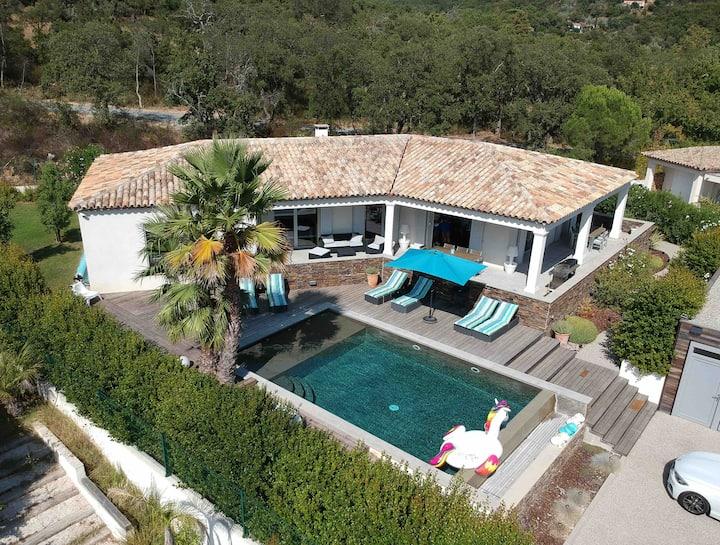 Villa piscine chauffée domaine privé Grimaud