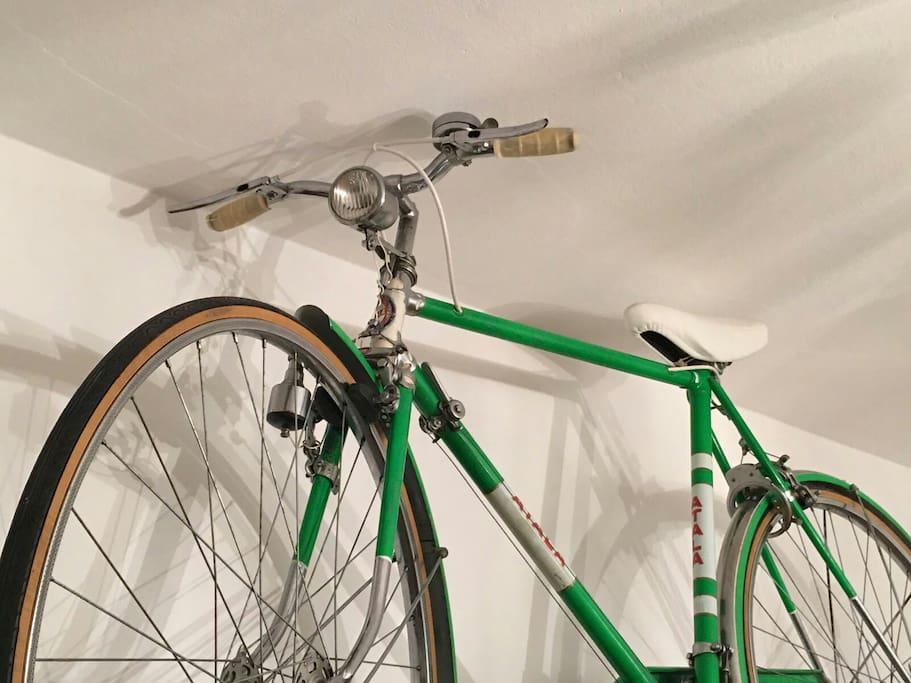 Un'originale bicicletta italiana ATALA degli anni '50.