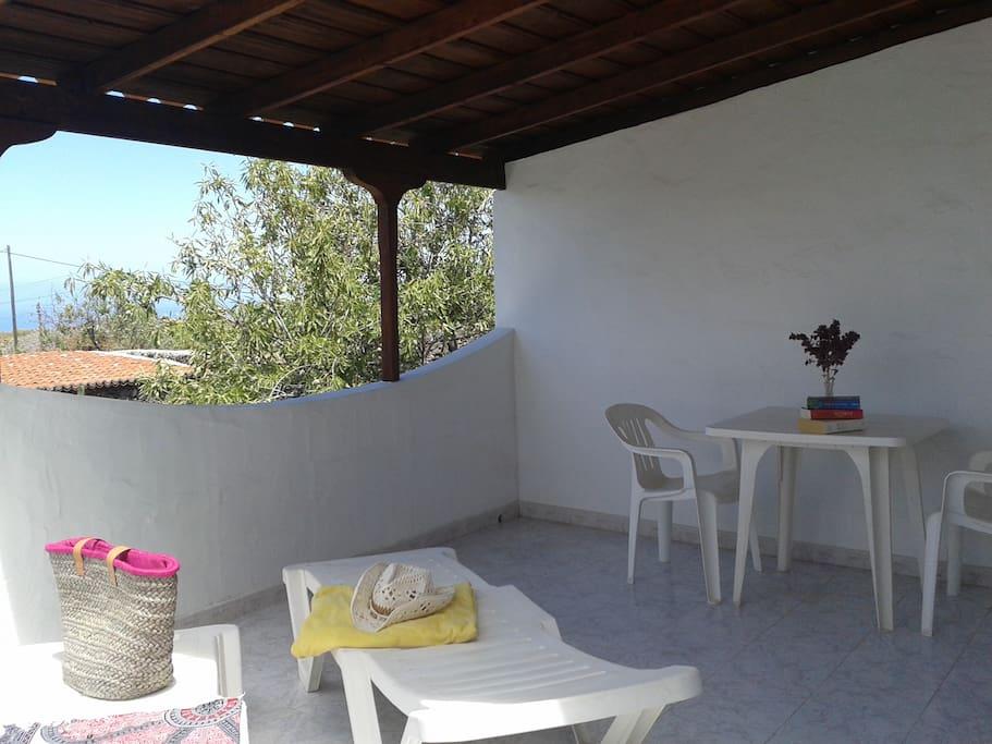 terraza con mobliliario