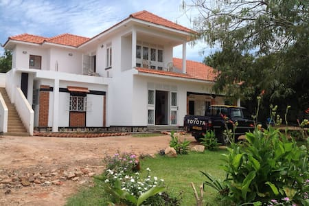 Alison & Dave's guest house - Entebbe - Bed & Breakfast