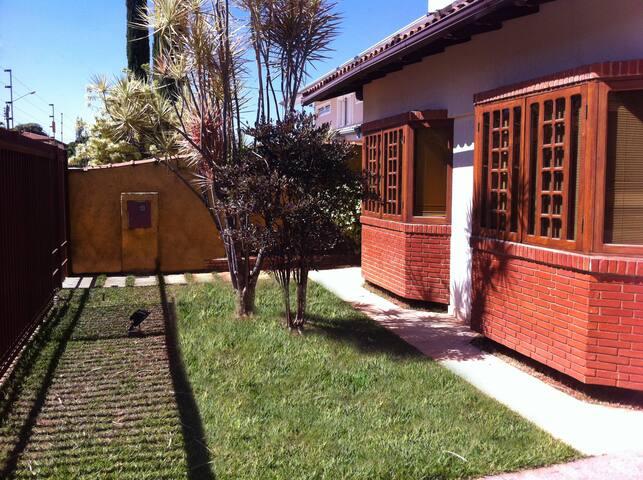 Tranquilidade próximo ao centro  - Brasilia - Haus