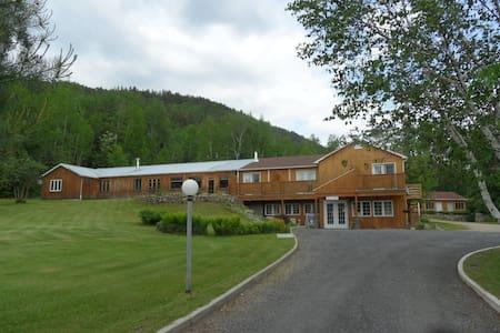 Auberge le Relais des Hautes Gorges - Saint-Aimé-des-Lacs
