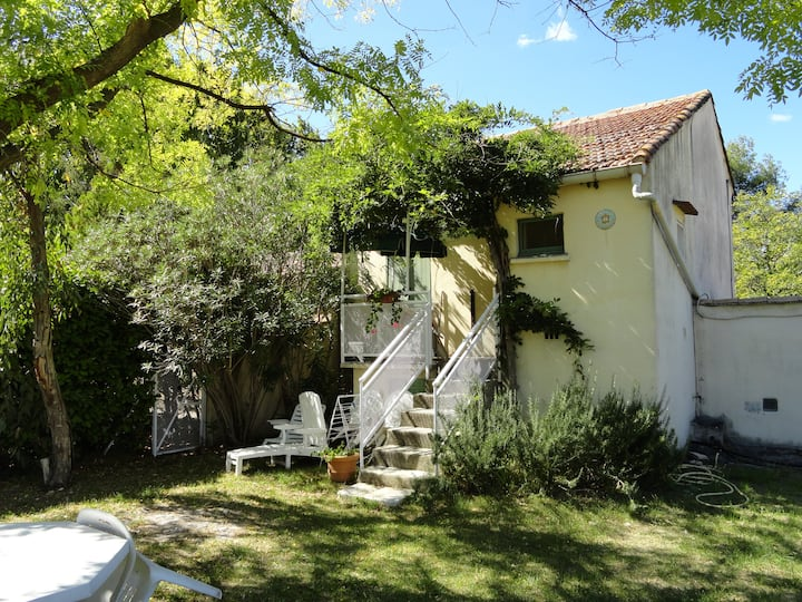 House with private garden and shared swimming pool