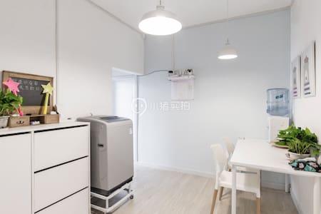 【7,8月有房,低价长租】|两居室其中一间 ,主卧没人住 离团结湖地铁站100米