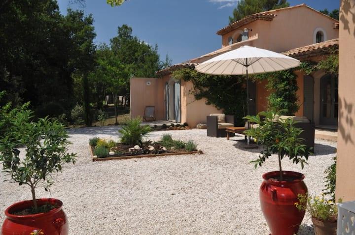 Chambre d'hôtes Charme (Orange), Piscine & Spa