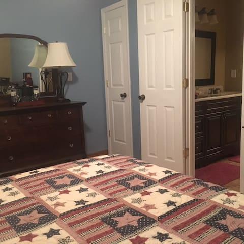 Suite 1 bedroom, view 2