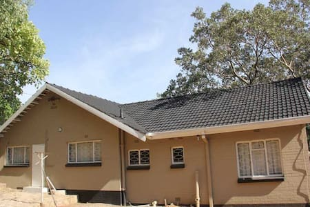 3 bed all ensuite hideaway - Bulawayo - House