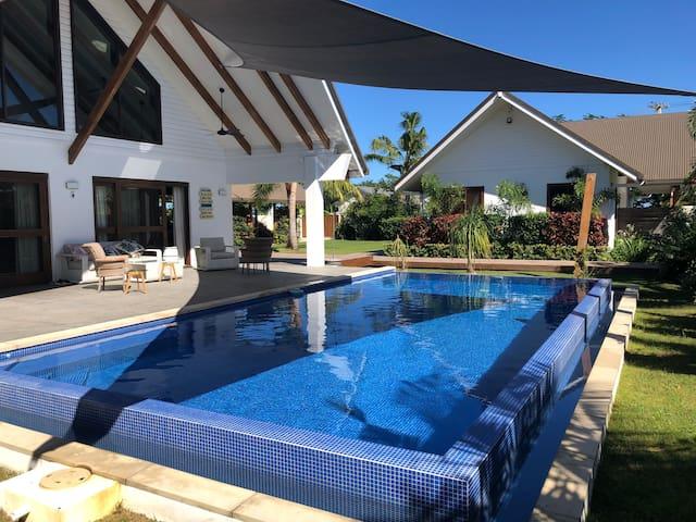 Entire Villa/Vuda Point/50 metres 2 beach/pool