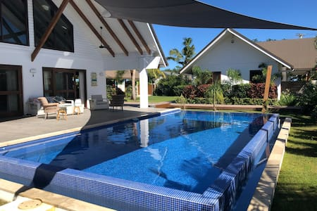Entire Villa/Vuda Point/50 metres 2 beach/pool