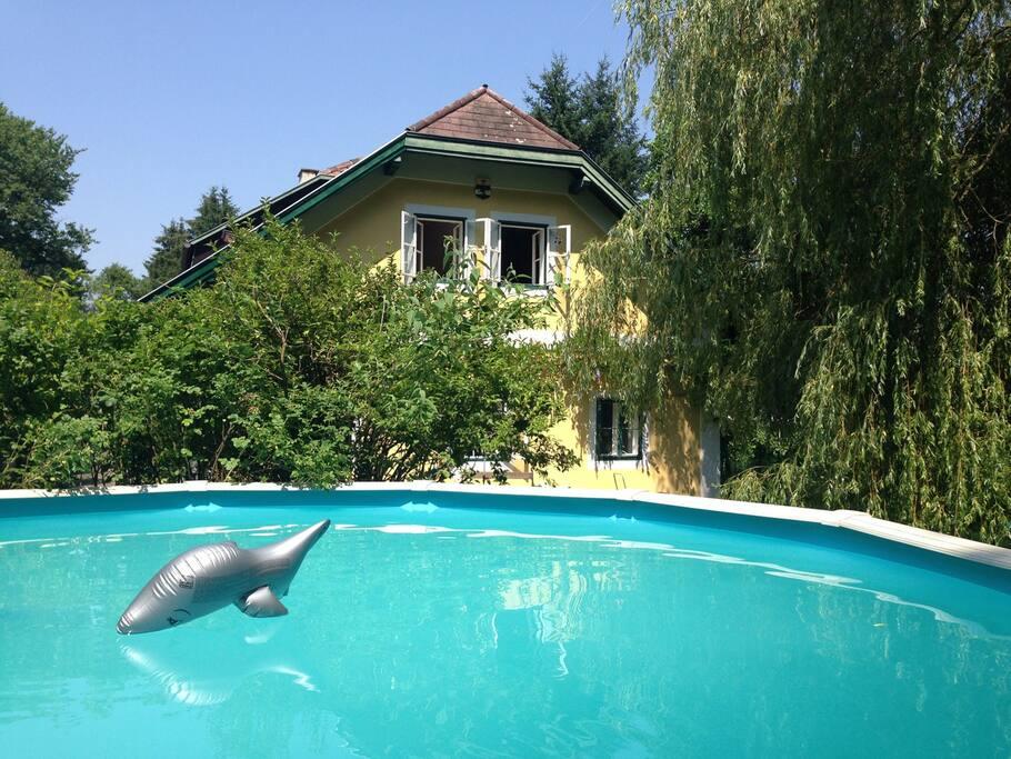 Geheiztes Pool vergnügt die Sommermonate