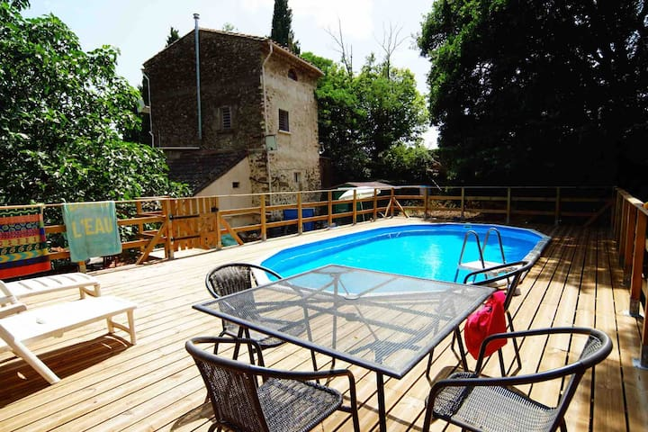 Eco-friendly gite with pool, woodland setting