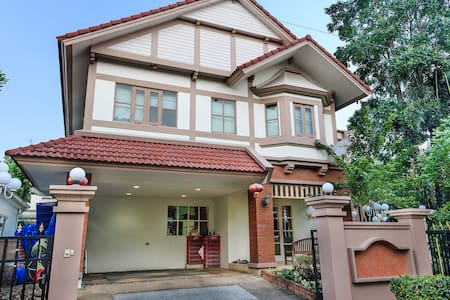 DISCOUNT!3BR Lovely Home IN BANGKOK - House