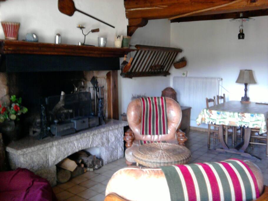 coin cheminée cuisine-bois en suppl