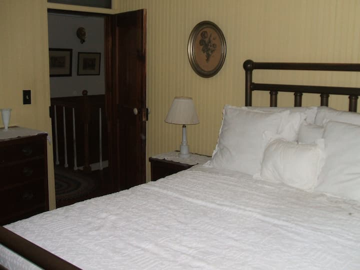 Sweet Butter and Cream Guestroom