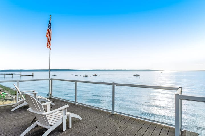 Charming, family-friendly beach house w/ a full kitchen & private beach access