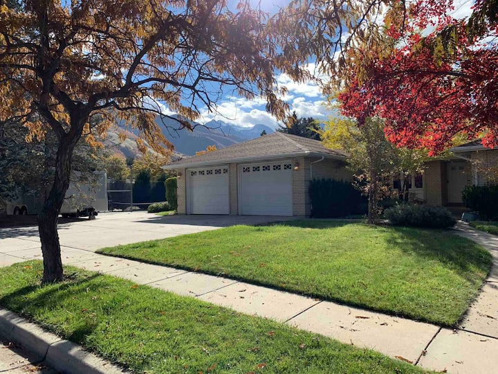Home Near Canyons - Tennis, Theater, NoClnFee - B