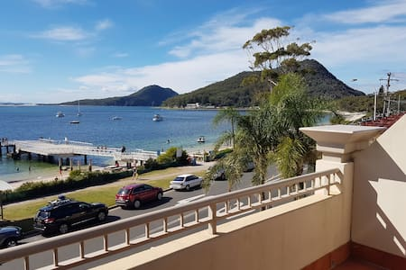 """The View"" Waterfront Apartment Shoal Bay"