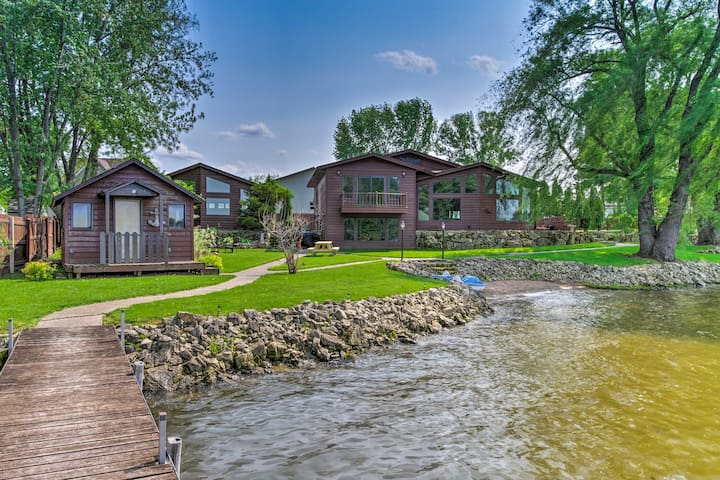 Lakefront Eau Galle Home w/Hot Tub & Fire Pit