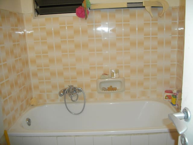 Large comfortable, airy room to let - israel - Appartement
