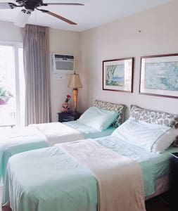 Lovely master bedroom with private bathroom - Honolulu - Apartamento