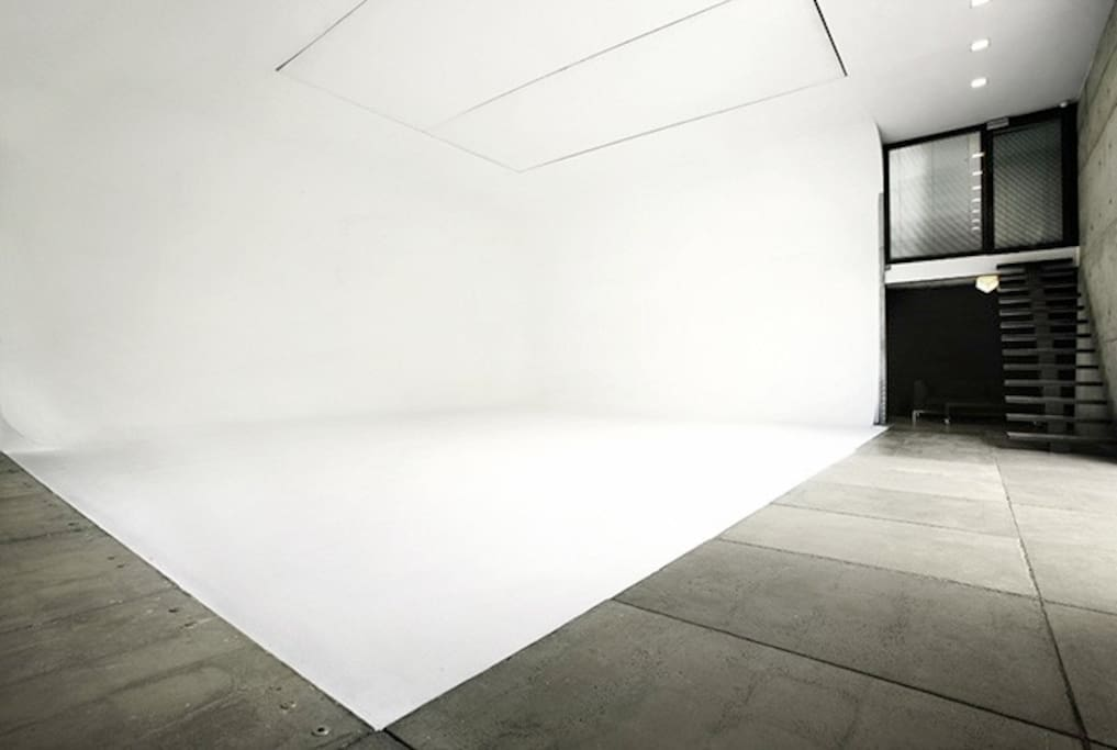 We even have a corner of an extended white background fit for a professional photo shoot.